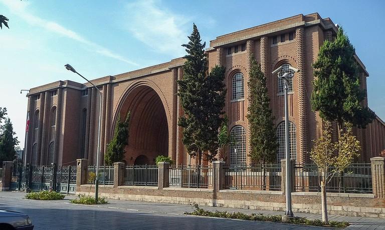 1024px-Národní_muzeum_Íránu