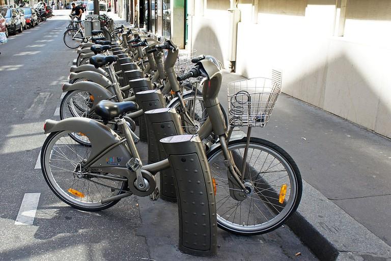 1024px-Paris_06_2012_Velib_2881 (1)