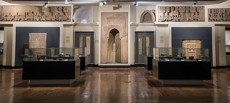 1024px-Seljuq_gallery,_Museum_of_Islamic_Art_and_Archaeology_of_Iran