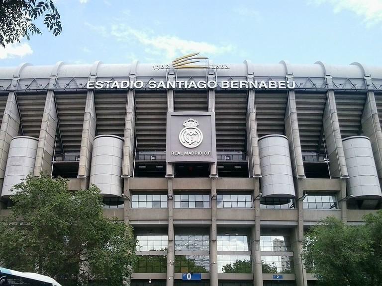 1200px-Estadio_Santiago_Bernabéu_(Lateral_Oeste)