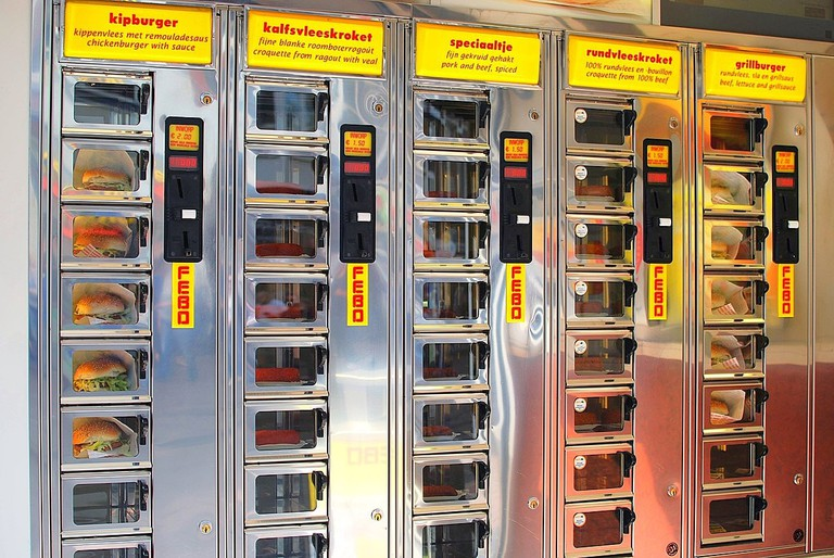 1200px-Food_dispenser_at_Amsterdam_(6067675156)