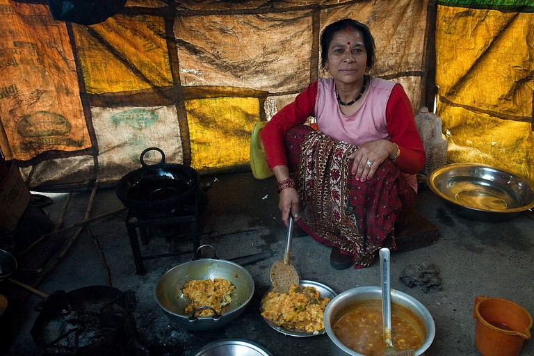 1280px-The_woman_who_cooked_the_breakfast_curry_in_Prithvi_Raj_Marg._(4515409126)