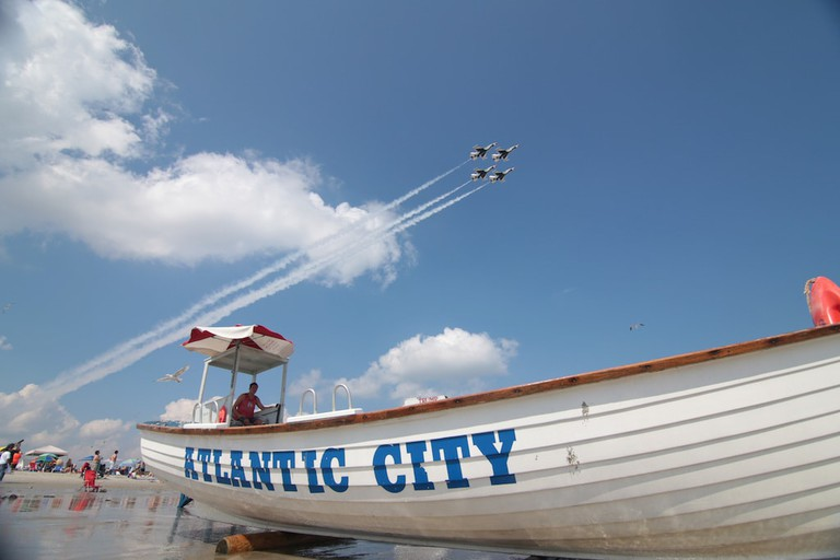 Thunderbirds wow crowd at Atlantic City air show
