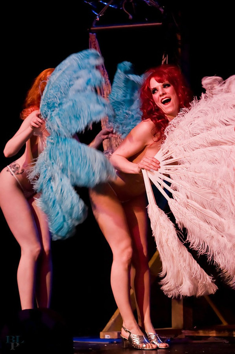 597px-Sex_At_The_Circus_Burlesque_14