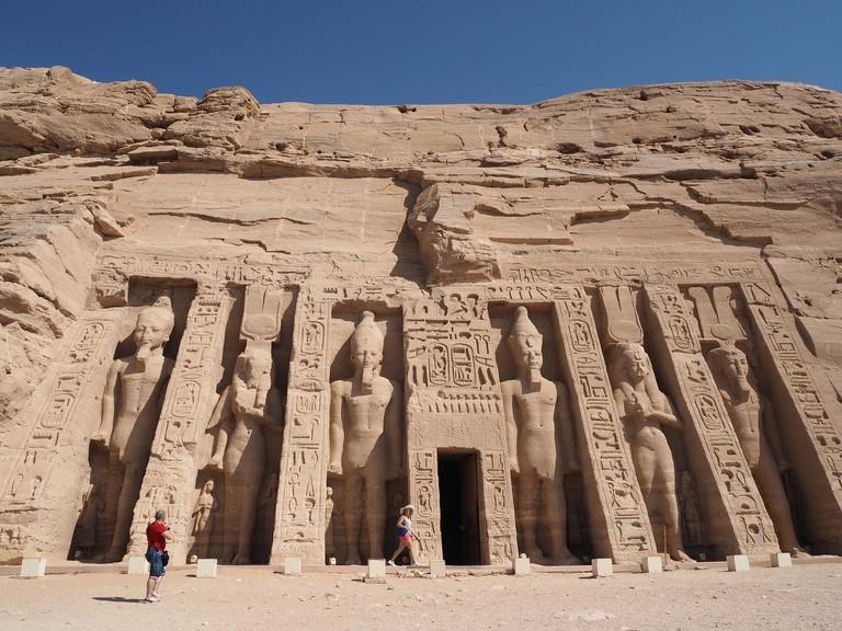 abu-simbel-temple-2703666_1920