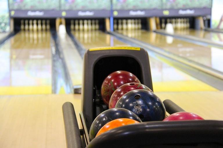 https://pixabay.com/en/bowling-colorful-bowling-balls-237905/