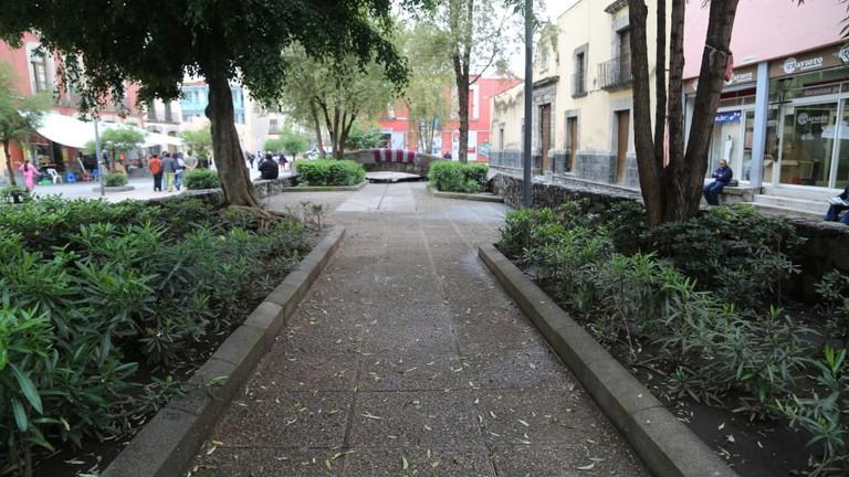 Calle_Alhóndiga,_Ciudad_de_México_(32957797405)