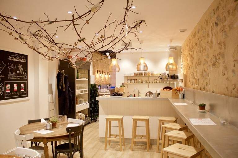 Inside Un château en ville, praised for its cozy vibe |© Jennifer Migan / Culture Trip