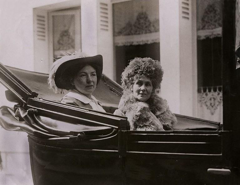 Christabel_and_Emmeline_Pankhurst_in_Paris,_c.1912._(22321291944)
