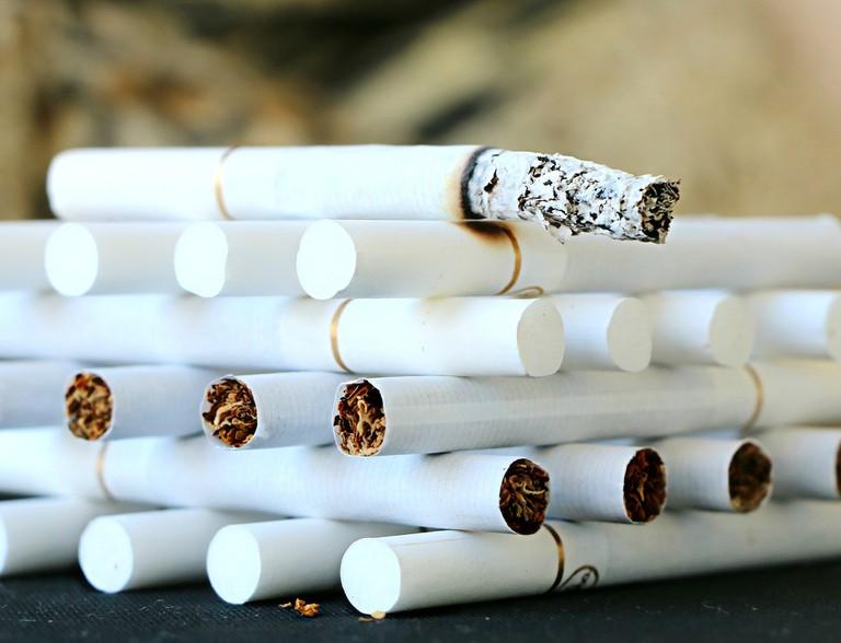 cigarette-1642232_1920