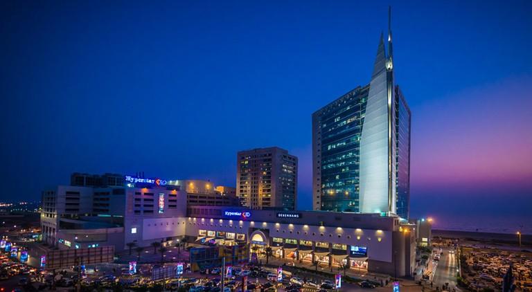 Dolmen_City_Mall_at_night