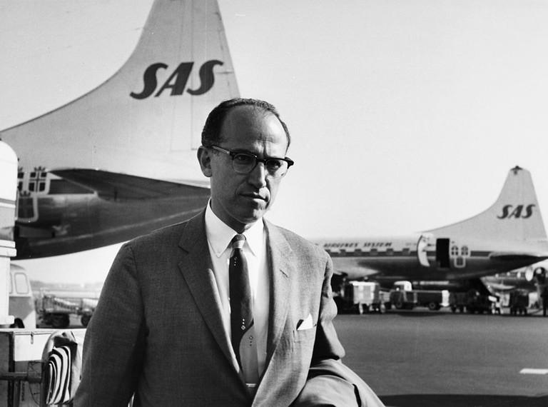 Dr_Jonas_Edward_Salk,_creator_of_Salk_polio_vaccine,_at_Copenhagen_Airport