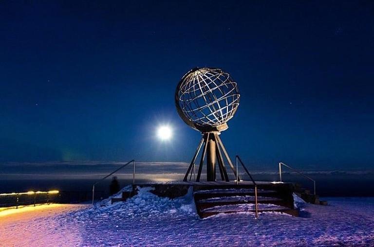 Full Moon at Nordkapp | © hurtigrutentourlife, Courtesy of Visit Nordkapp