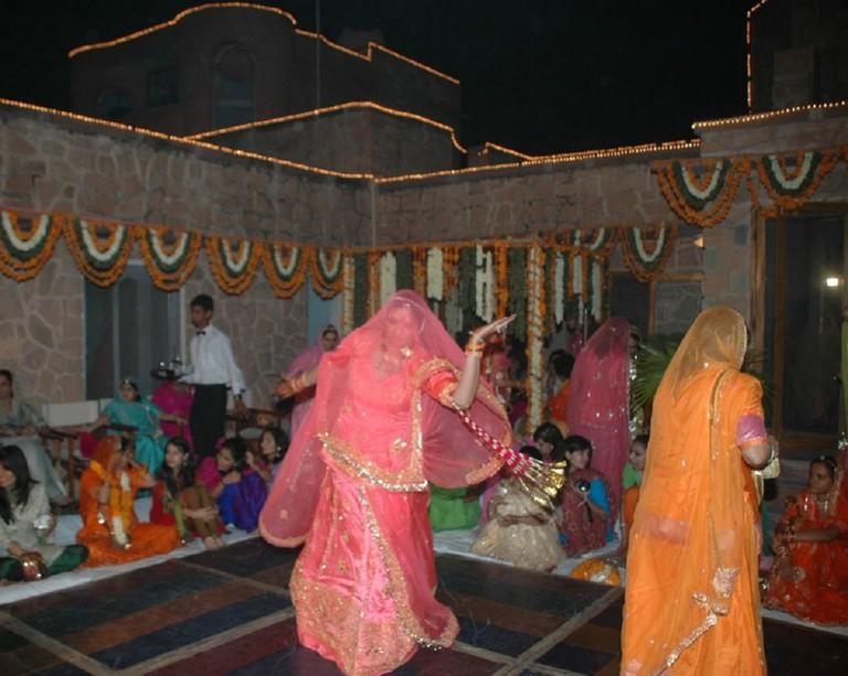 Rajput women wearing ghagra, kanchli and odhni