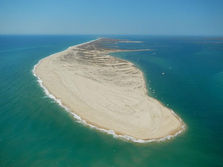 Ilha_da_Culatra_em_vista_aérea_da_barra_com_a_Armona