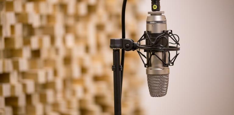 mic-3035236_1920