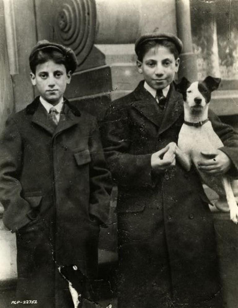 Milton_Marx_and_Julius_Marx_1906