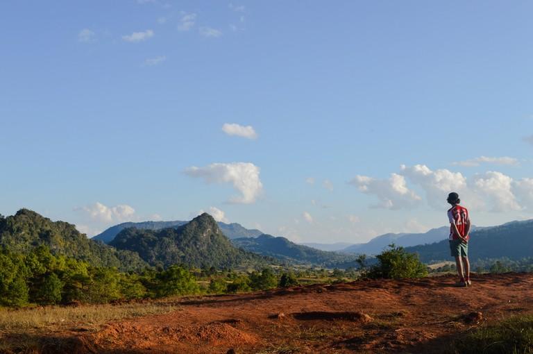 Myanmar-Kalaw-Trek-paul-admiring-shan-hills-view (1)