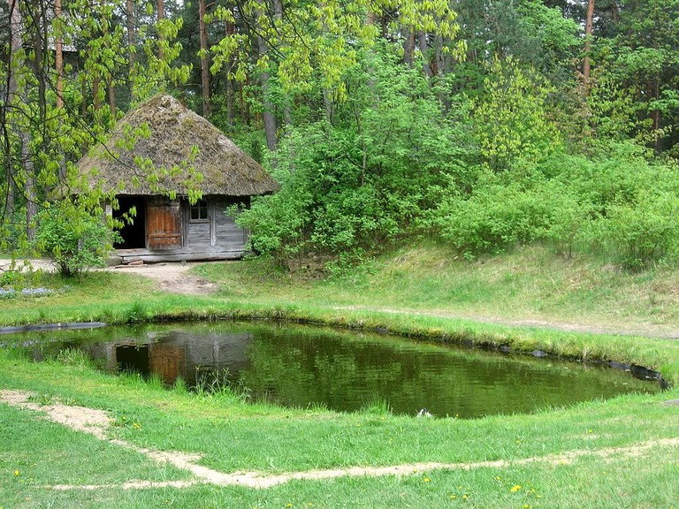 Old_Latvian_bathhouse_with_a_pond