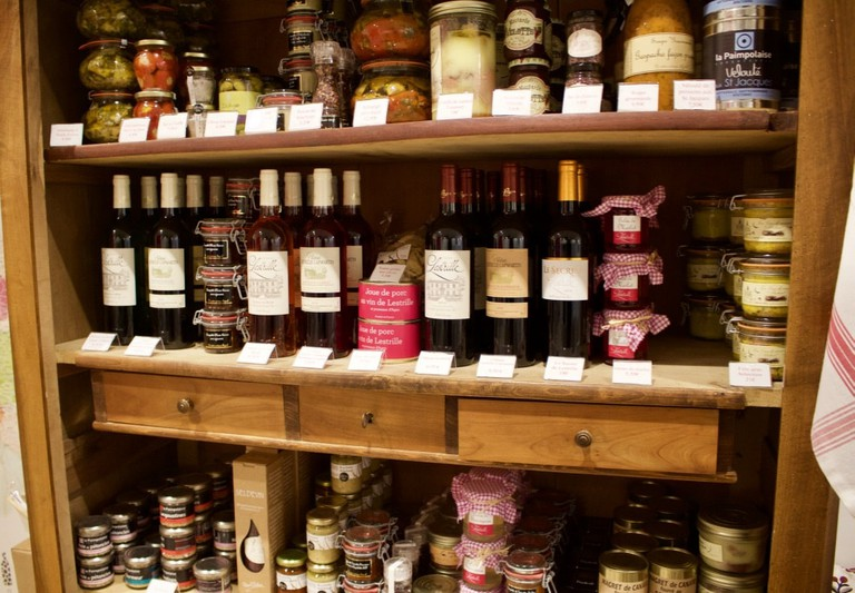 Try a large variety of products at Un château en ville |
