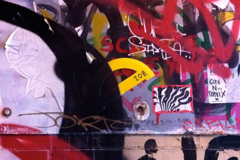 protractor-graffiti-yellow