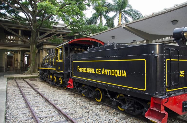 railway-2429418_1920