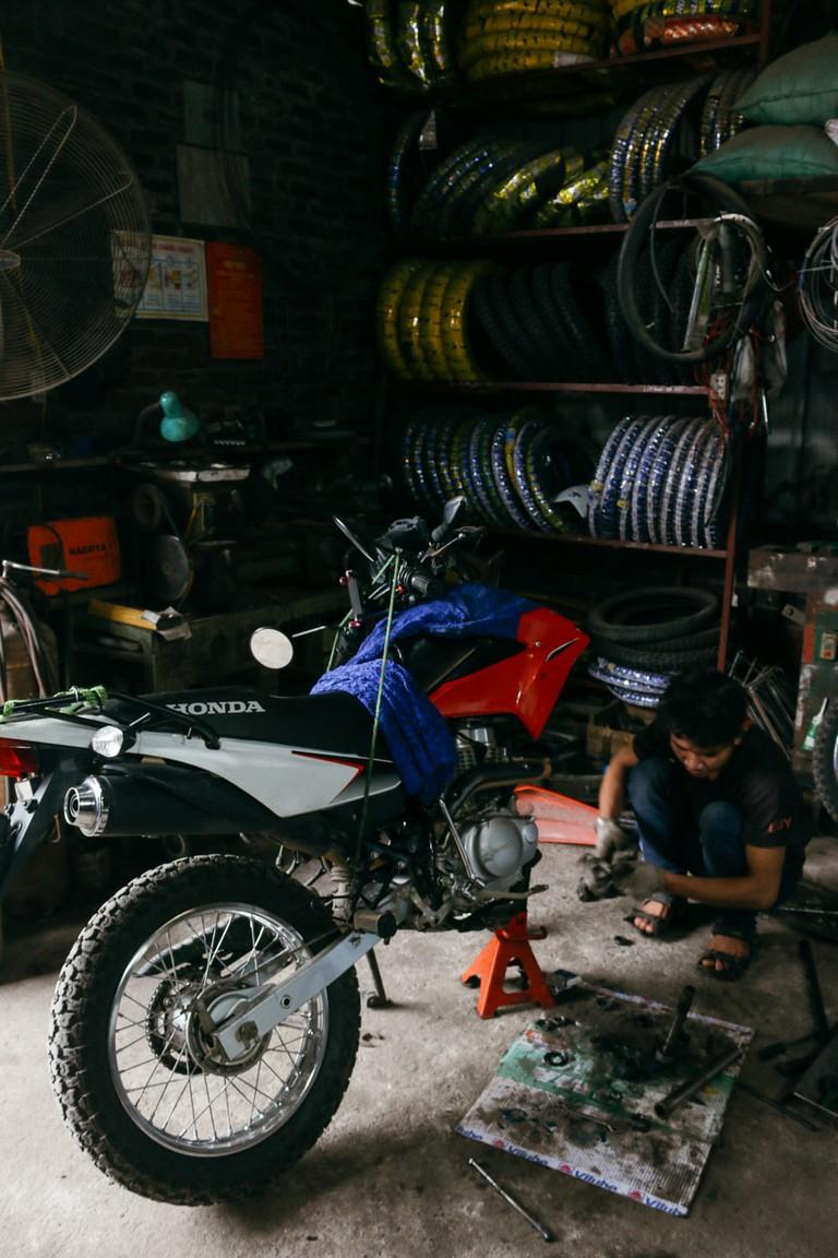 SCTP0109-PHAM-VIETNAM-HANOI-MOTORBIKEREPAIR_9078
