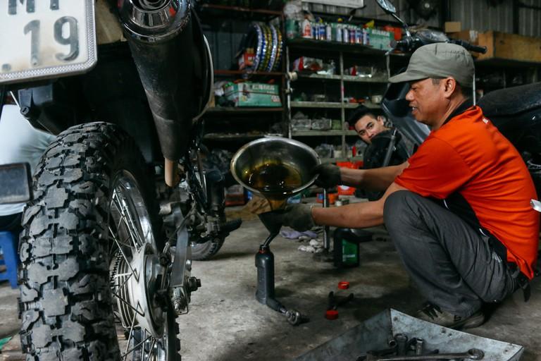 SCTP0109-PHAM-VIETNAM-HANOI-MOTORBIKEREPAIR_9088