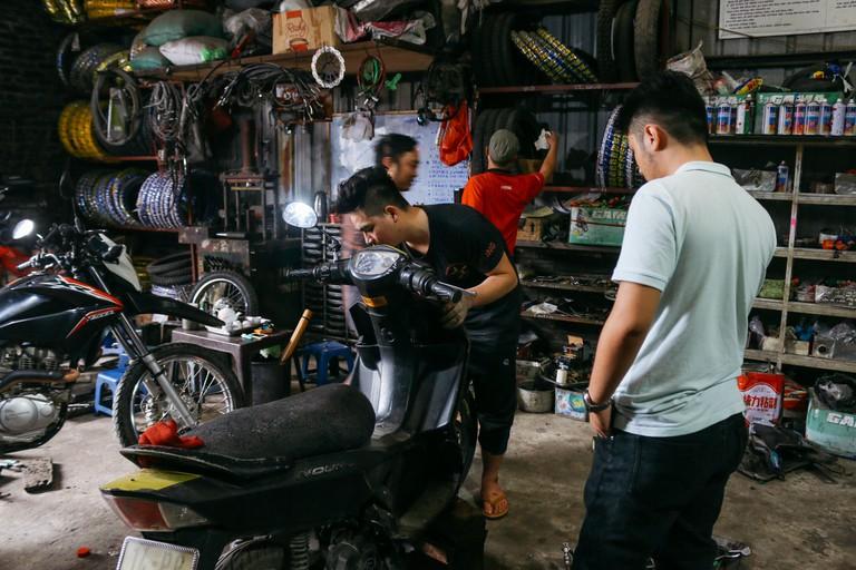 SCTP0109-PHAM-VIETNAM-HANOI-MOTORBIKEREPAIR_9106