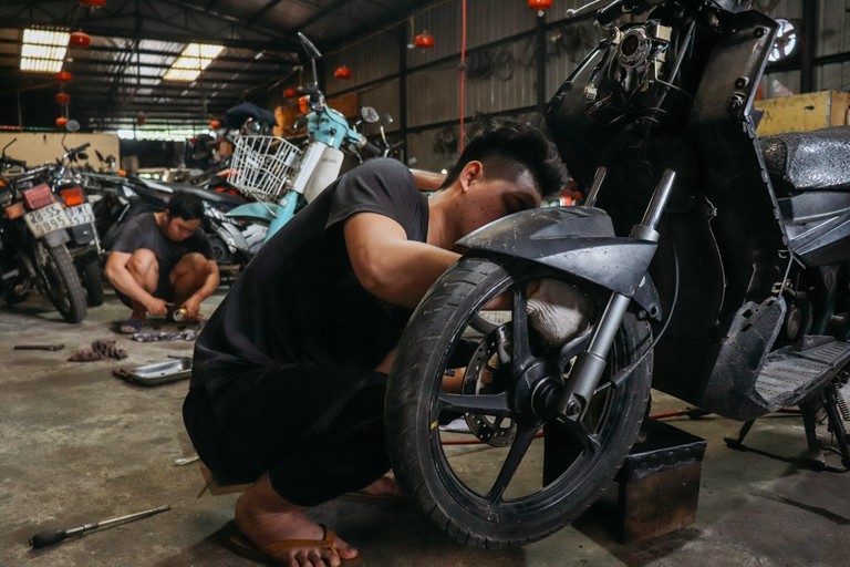 SCTP0109-PHAM-VIETNAM-HANOI-MOTORBIKEREPAIR_9752
