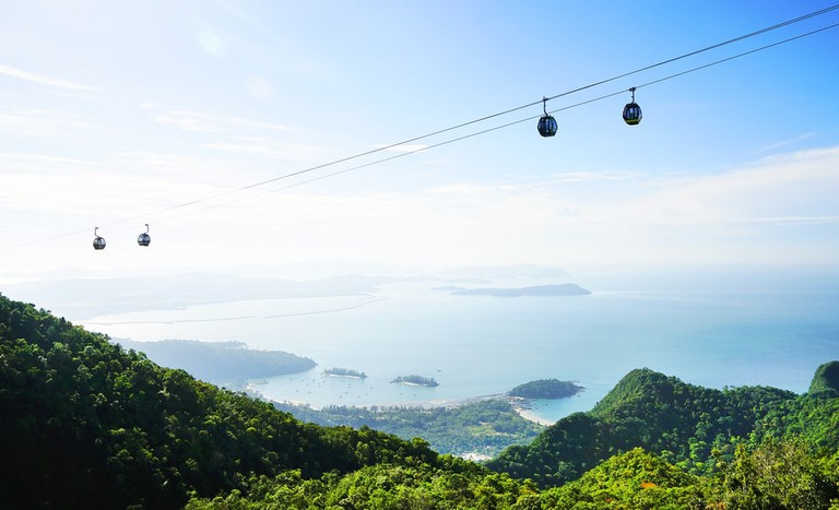 Enjoy a scenic view from the cable car | © Mikadun /Shutterstock