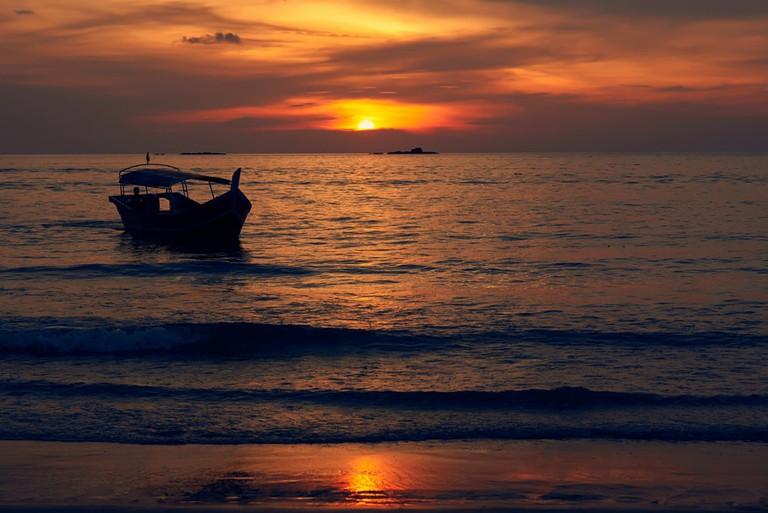 Relax and enjoy the beautiful sunset on Cenang Beach | © Vasily Gureev/Shutterstock