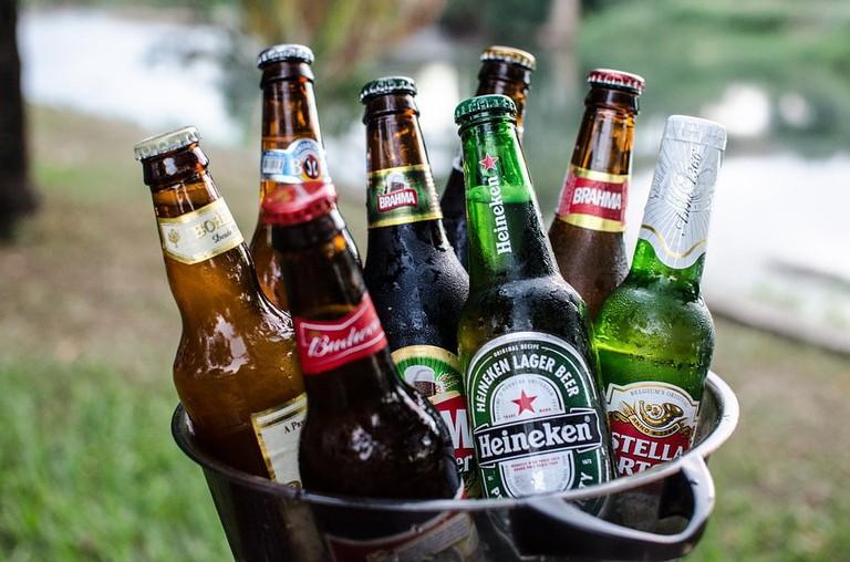 https://pixabay.com/en/beers-bucket-cold-2447512/