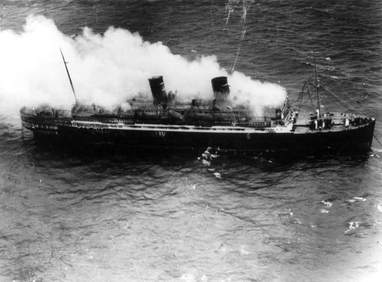 SS_Morro_Castle_burning_at_sea_cph.3b15302
