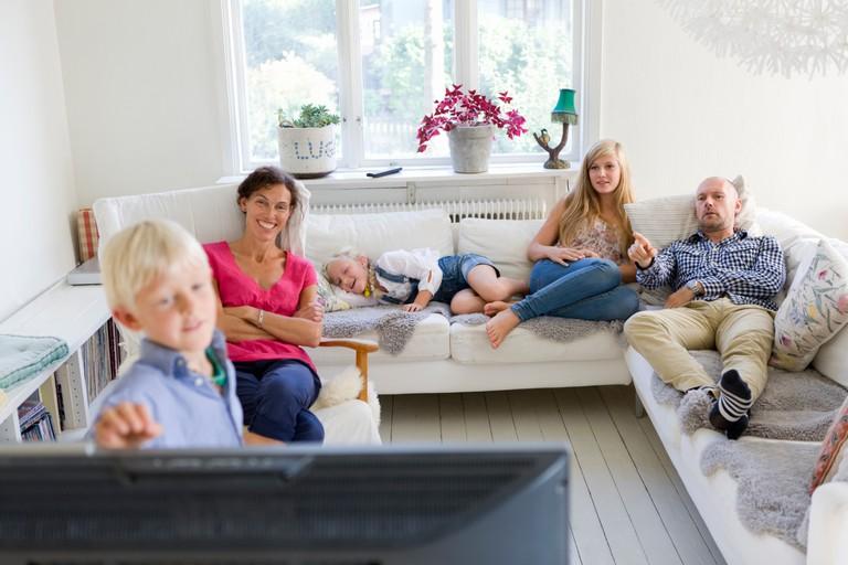 ulf_huett_nilsson-family_relaxing-1168