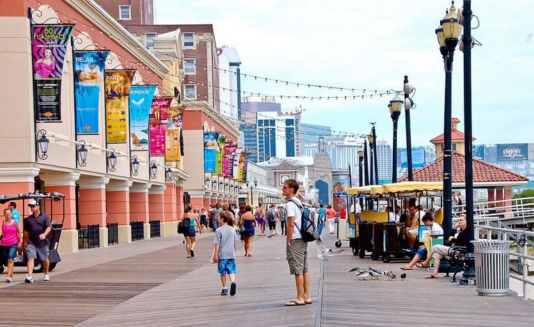 1024px-Atlantic_City_Boardwalk_view_north_near_Tropicana_Casino