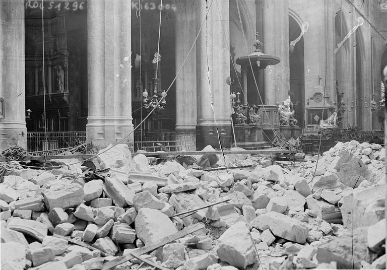 1024px-Eglise_St_Gervais_Paris_bombardement_1918