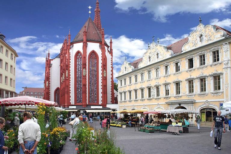 1024px-Markt-Falkenhaus-Wuerzburg