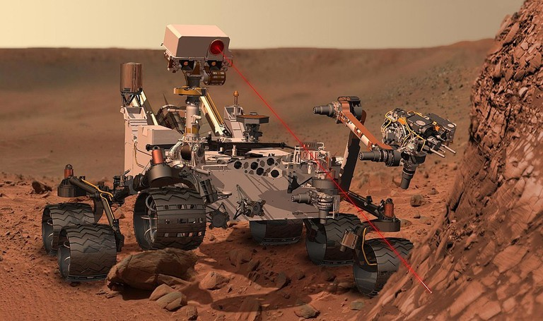 1200px-Martian_rover_Curiosity_using_ChemCam_Msl20111115_PIA14760_MSL_PIcture-3-br2