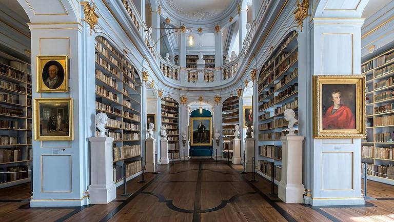 1200px-Weimar_Platz_der_Demokratie_1_Herzogin-Anna-Amalia-Bibliothek_22