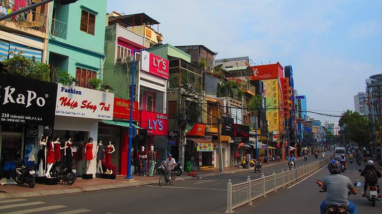 1280px-Tran_Quoc_Thao-phường_9,_Quận_3,_Hồ_Chí_Minh,_Việt_Nam_-_panoramio_(1)