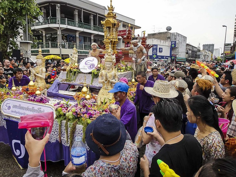 "<a href=""https://www.flickr.com/photos/cm_john/13841809815/"" rel=""noopener"" target=""_blank"">Songkran procession in Chiang Mai"