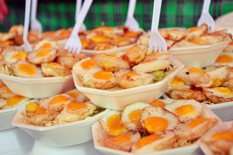 "<a href=""https://www.flickr.com/photos/sammysix/14551132376/"" rel=""noopener"" target=""_blank"">Quail's eggs are popular street food snacks in Thailand"