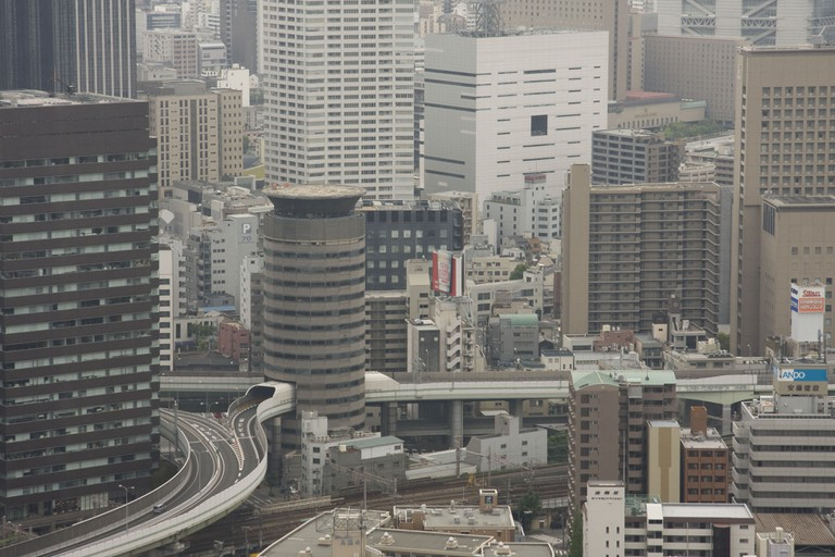 gate_tower_building_osaka_umeda_expressway
