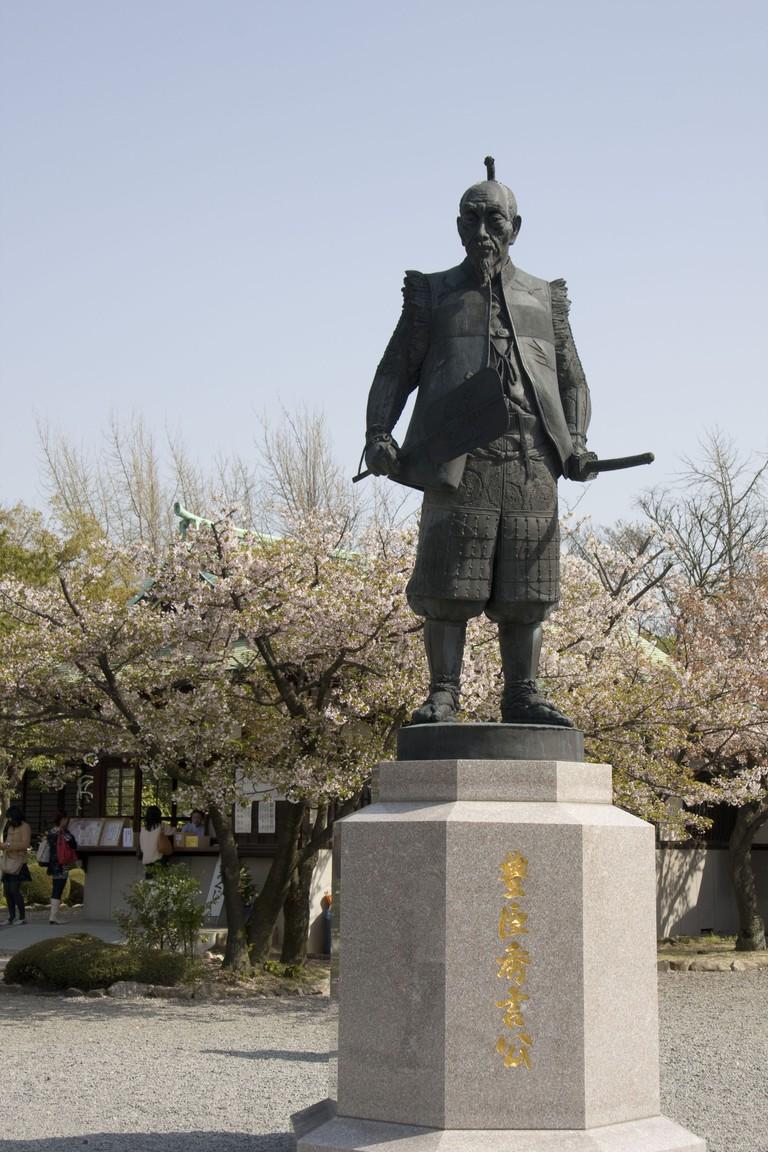 toyotomi_hideyoshi_statue_osaka