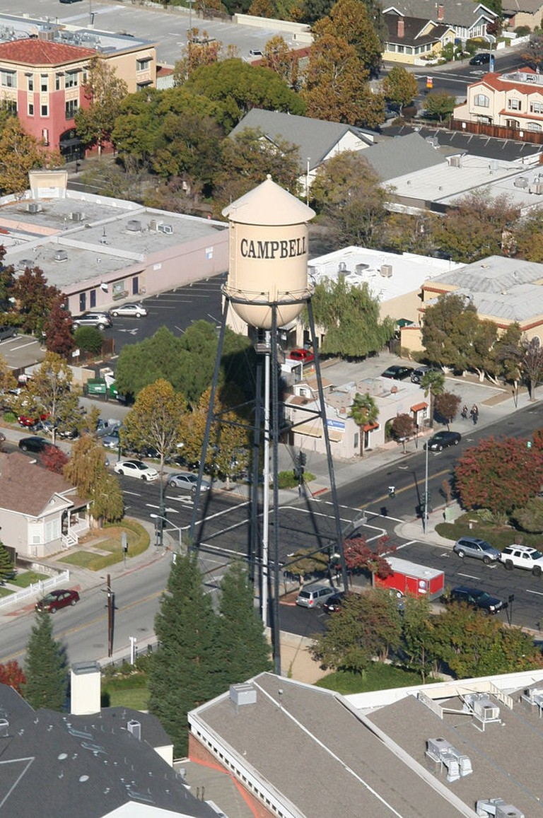 680px-Water_Tower_Campbell_California_USA