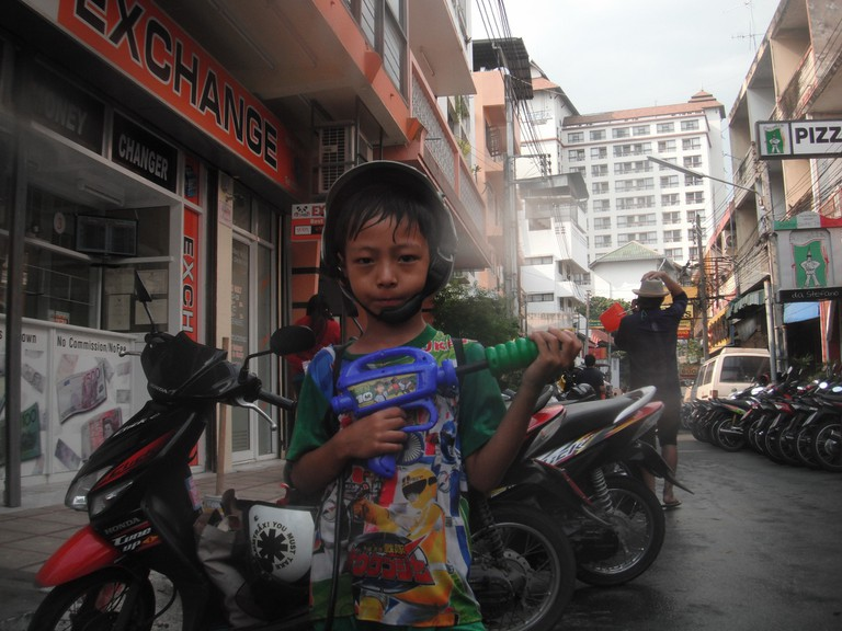 "<a href=""https://www.flickr.com/photos/migikata/6989638136/"" rel=""noopener"" target=""_blank"">Young Thai boy ready for Songkran"