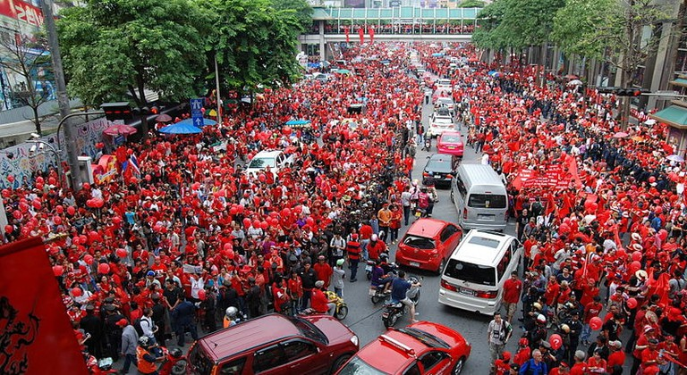 800px-2010_09_19_red_shirt_protest_bkk_09