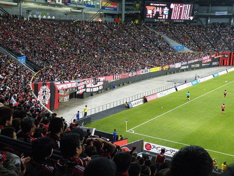 800px-J.League_Division_2_Sec.38,_Sapporo_v._FC_Tokyo,_2011-12-03_-03