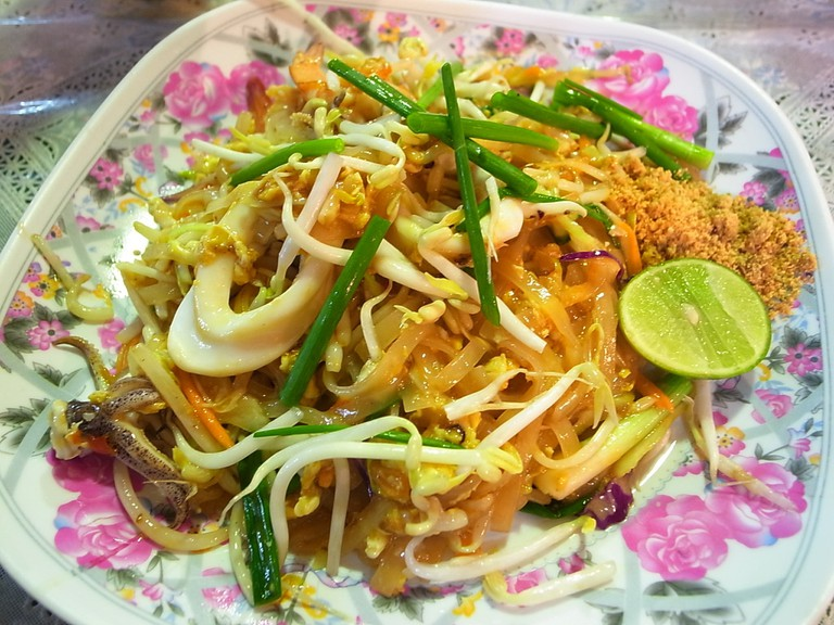 """<a href=""""https://www.flickr.com/photos/ginkgraph/8405755998/"""" rel=""""noopener"""" target=""""_blank"""">Almost everyone loves pad Thai"""